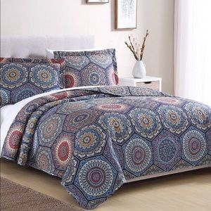 Other - 3 pc Quilt Set